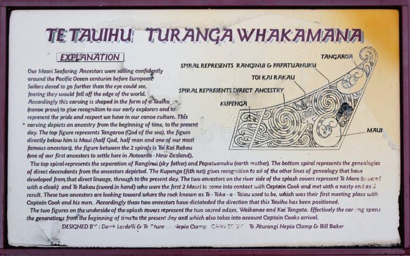 Placa do sinal que dá a descrição de Te Tauihu Turanga Whakamana fotografia de stock