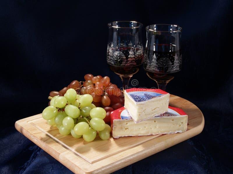 Placa do vinho e do queijo fotografia de stock royalty free