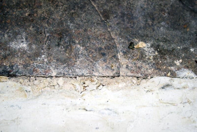 a placa e o branco de metal pintaram superfície rachada - forno fotografia de stock royalty free
