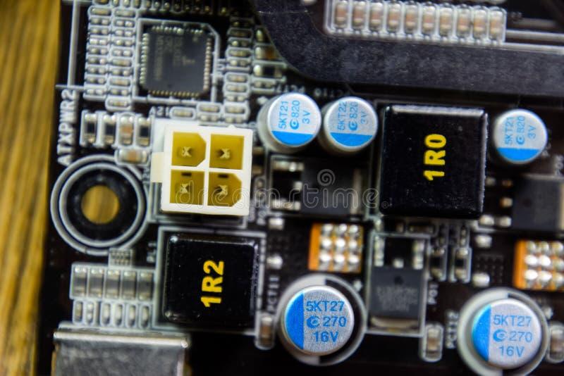 Placa eletrônica com componentes bondes Eletrônica do material informático imagens de stock royalty free