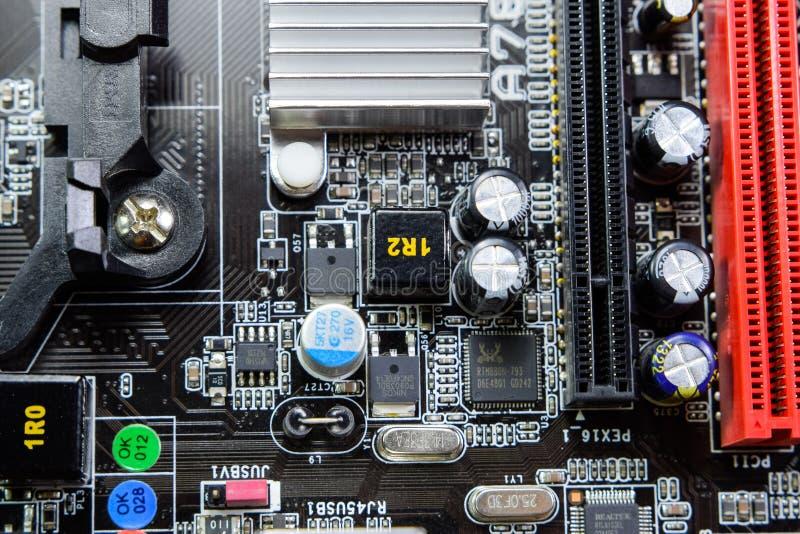 Placa eletrônica com componentes bondes Eletrônica do material informático imagem de stock