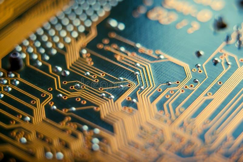 Placa eletrônica com o close up dos elementos do semicondutor Conceito da tecnologia da microeletrônica de circuito integrado fotografia de stock