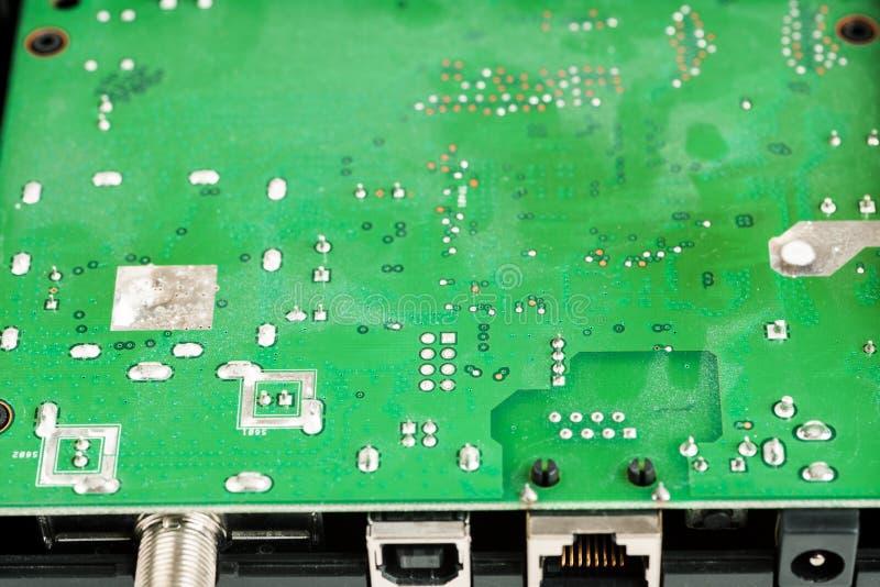 Placa eletrônica verde de algum tiro do close up do dispositivo fotos de stock
