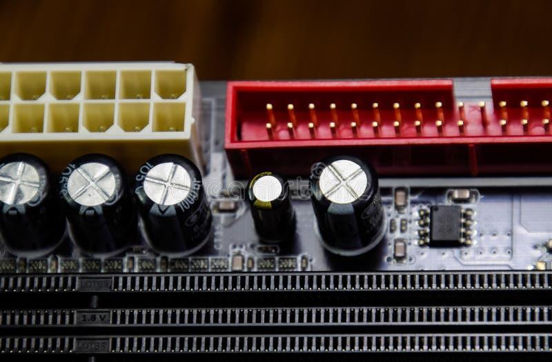 Placa eletr?nica com componentes bondes Eletrônica do computador fotografia de stock royalty free