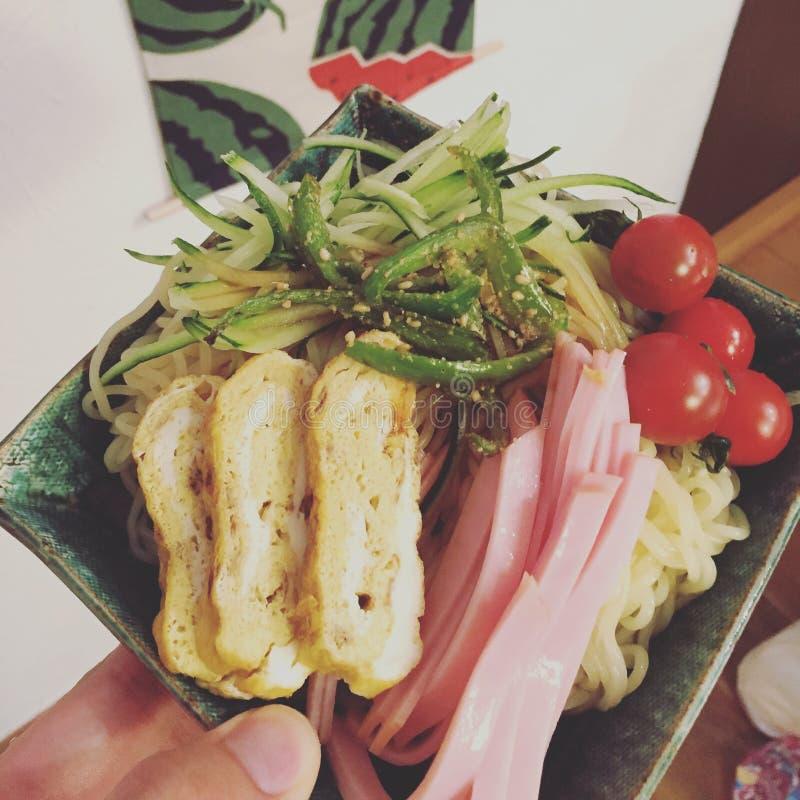 Placa fría japonesa de las pastas imagen de archivo