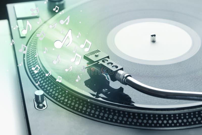 Placa giratoria que juega música con brillar intensamente audio de las notas fotografía de archivo libre de regalías