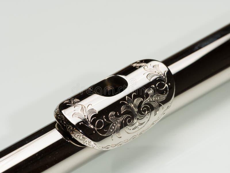 A placa gravada da boca de uma platina chapeou a flauta de prata fotos de stock