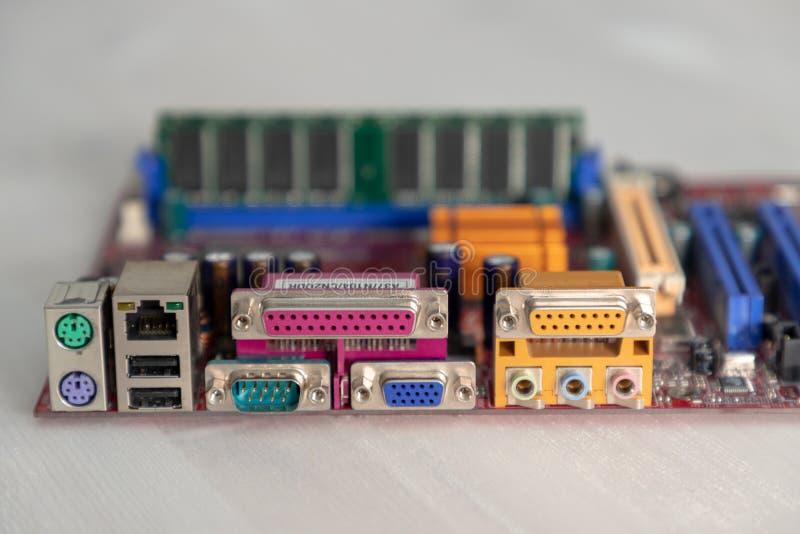 Placa madre del ordenador en la tabla imagen de archivo