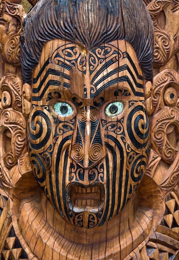 Placa maori de madeira cinzelada imagens de stock