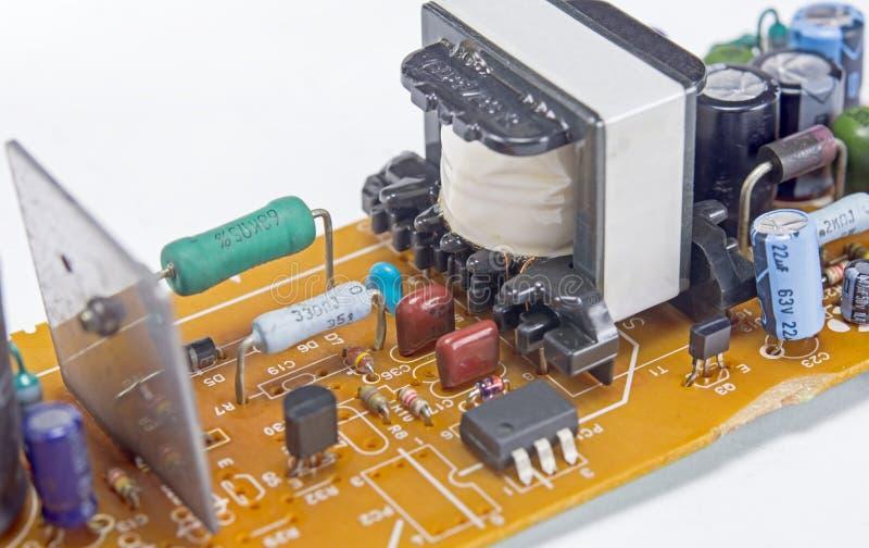 Placa moderna dos circuitos impressos com componentes eletrônicos no branco fotografia de stock royalty free