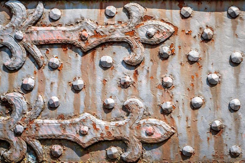 Placa oxidada del hierro con los remaches foto de archivo for Remaches de hierro