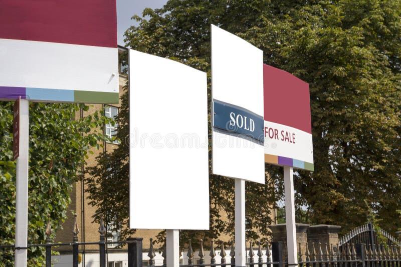 Placa para sinais da venda na exposição imagem de stock