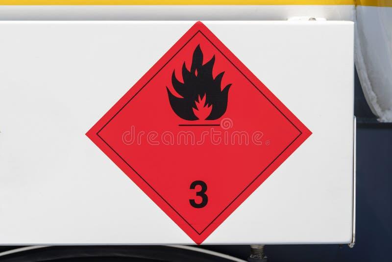 Placa perigosa dos bens em um caminhão imagem de stock