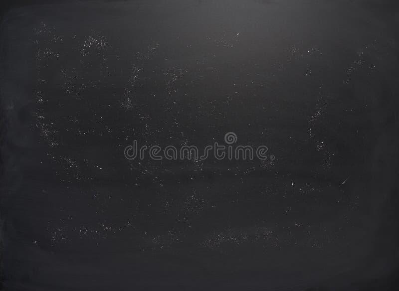 Placa preta com os traços de giz imagens de stock royalty free