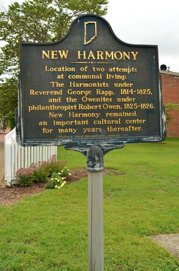 Placa que conmemora la historia de la vida comunal foto de archivo
