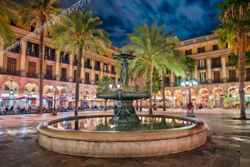 Placa Reial i Barcelona, Spanien arkivbilder