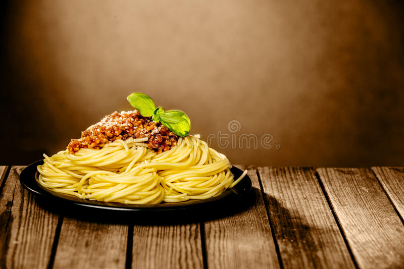 Placa sabrosa de los espaguetis Bolognaise imagen de archivo libre de regalías