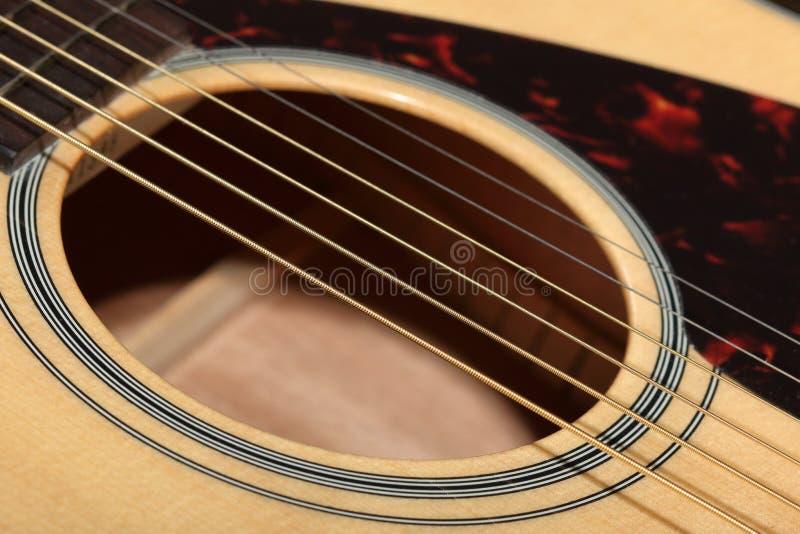 Placa sadia com furo sadio de uma guitarra acústica foto de stock royalty free