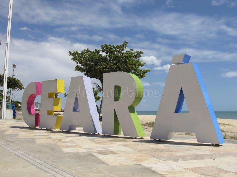 Placa turística com inscrição Ceara em letras grandes nas praias de Fortaleza, Ceara, Brasil fotos de stock royalty free