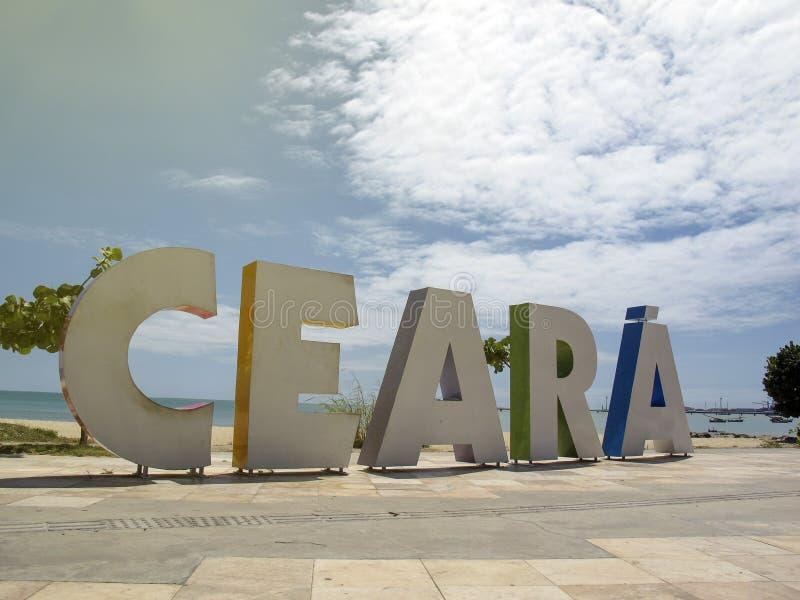 Placa turística com inscrição Ceara em letras grandes nas praias de Fortaleza, Ceara, Brasil foto de stock royalty free