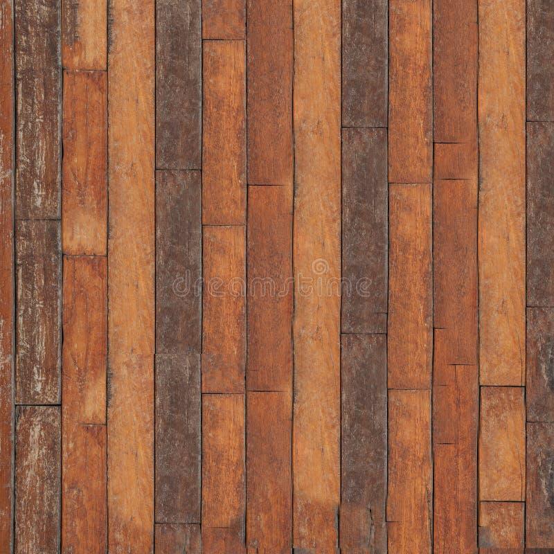 Placa velha do parquet que encontra-se no assoalho de uma casa velha imagens de stock