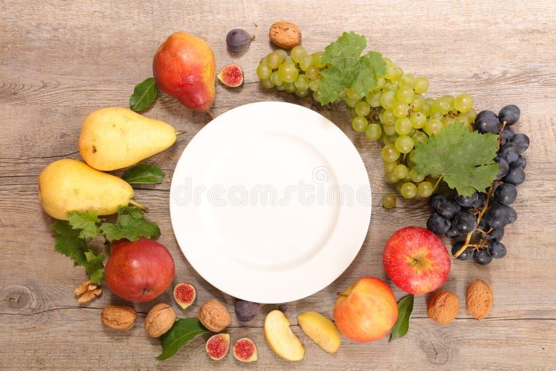Placa y comida sana imagen de archivo