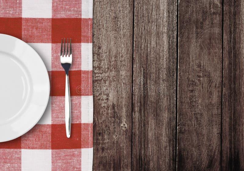 Placa y fork blancas en el vector de madera viejo fotografía de archivo libre de regalías