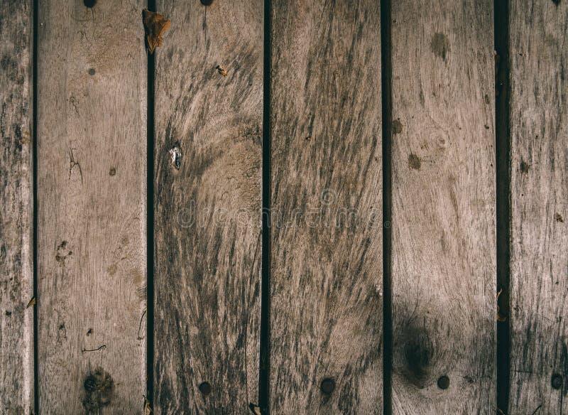 Placas de assoalho textured podres de madeira velhas fotografia de stock royalty free