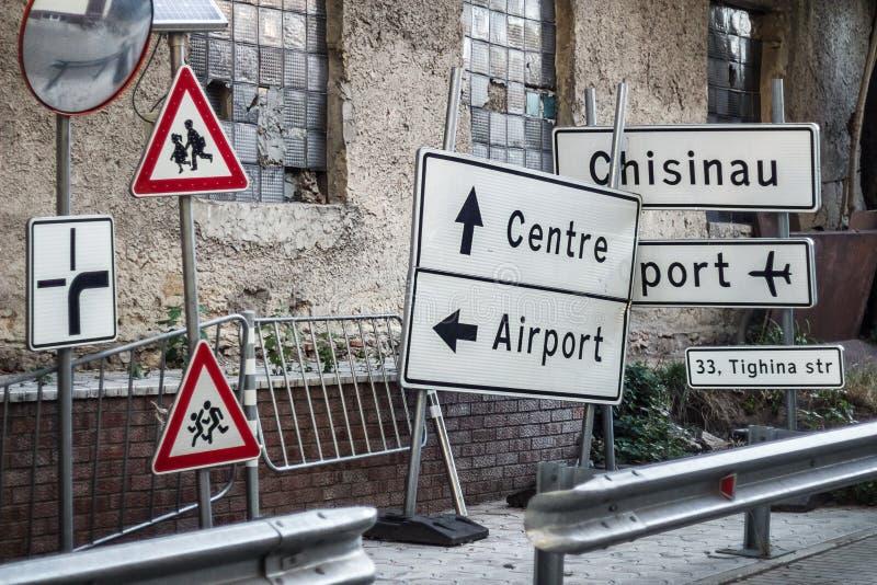 Placas de calle en Chisinau imagenes de archivo