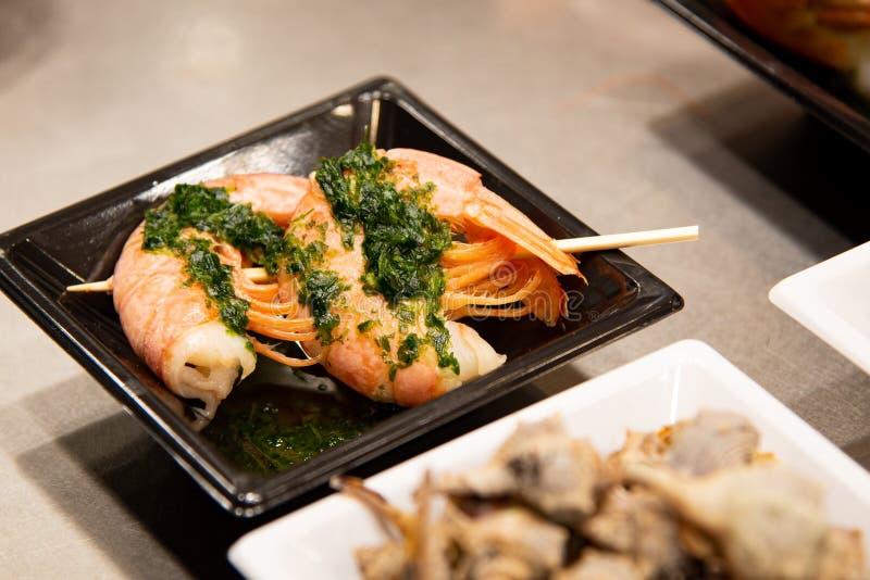 Placas de la comida con los mariscos deliciosos imágenes de archivo libres de regalías