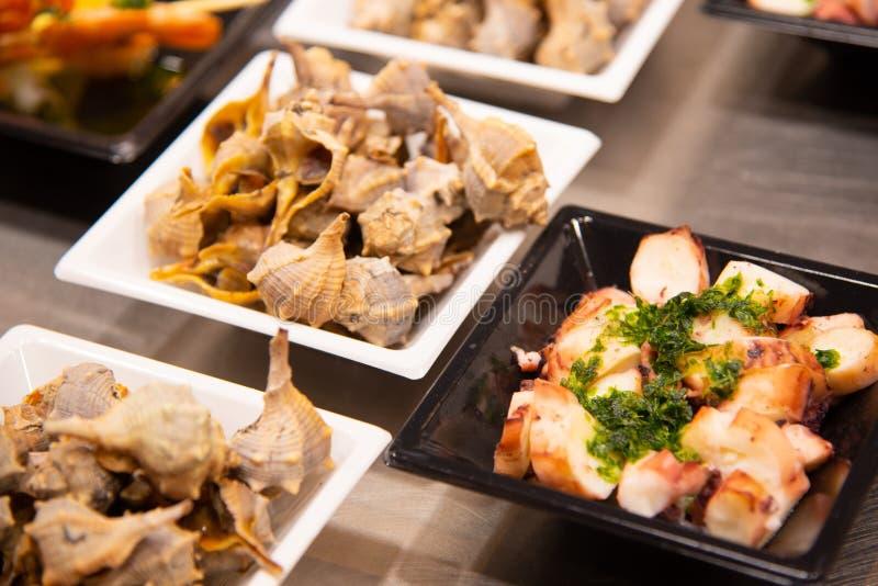 Placas de la comida con los mariscos deliciosos imagen de archivo libre de regalías