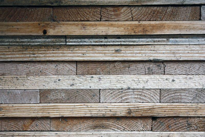 Placas de madeira escuras, pranchas Madeira envelhecida natural, um processo natural Close-up Fotos conservadas em estoque foto de stock