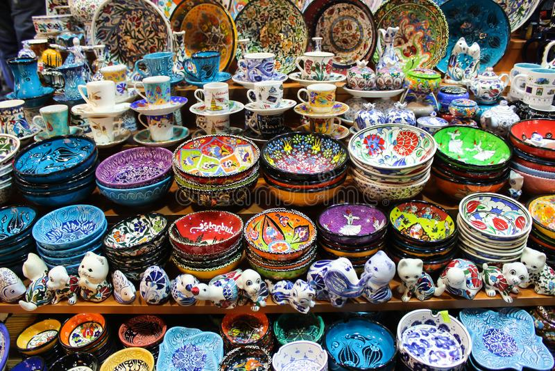 Placas e copos turcos da telha imagem de stock