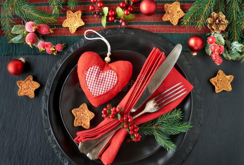 Placas negras y cubiertos del vintage con las decoraciones de la Navidad en b fotografía de archivo
