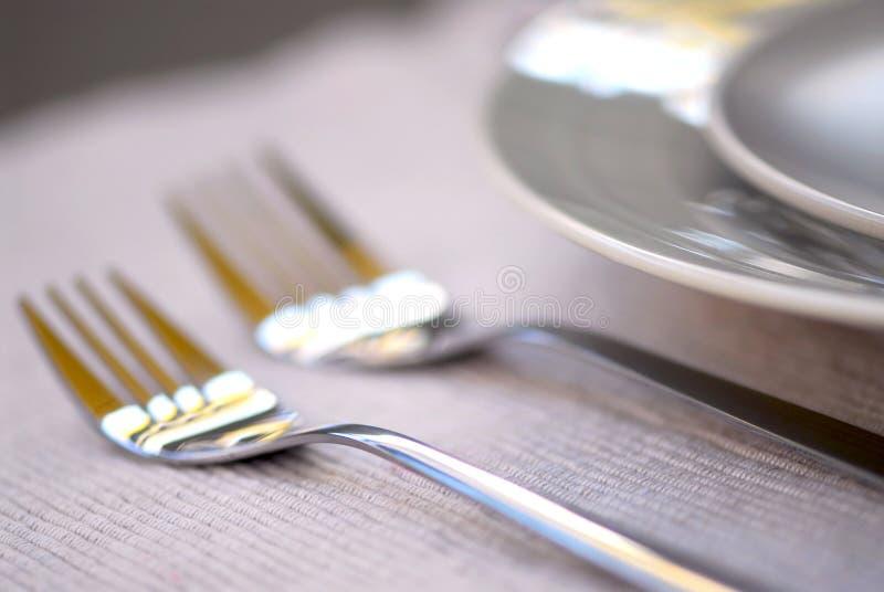 Placas y cuchillería imágenes de archivo libres de regalías