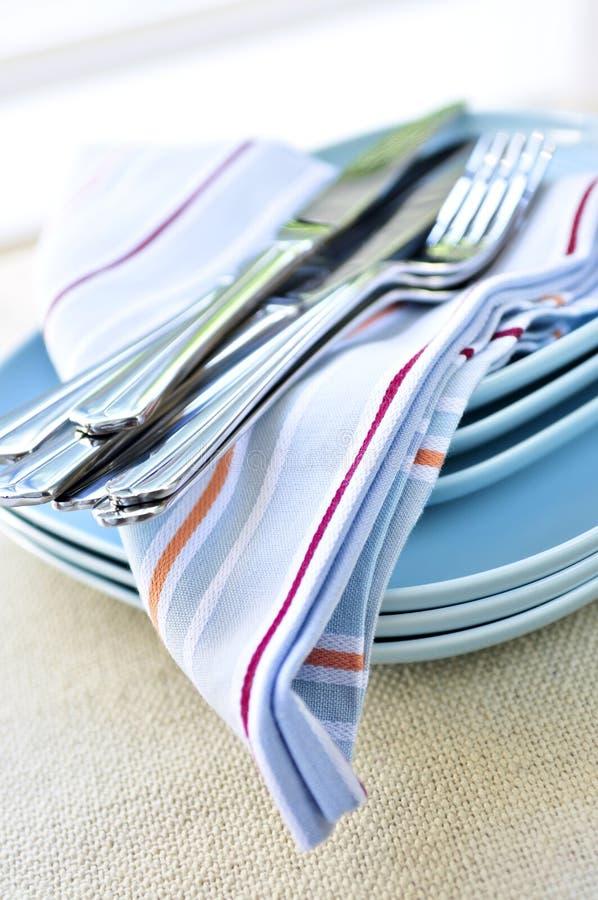 Placas y cuchillería fotografía de archivo libre de regalías