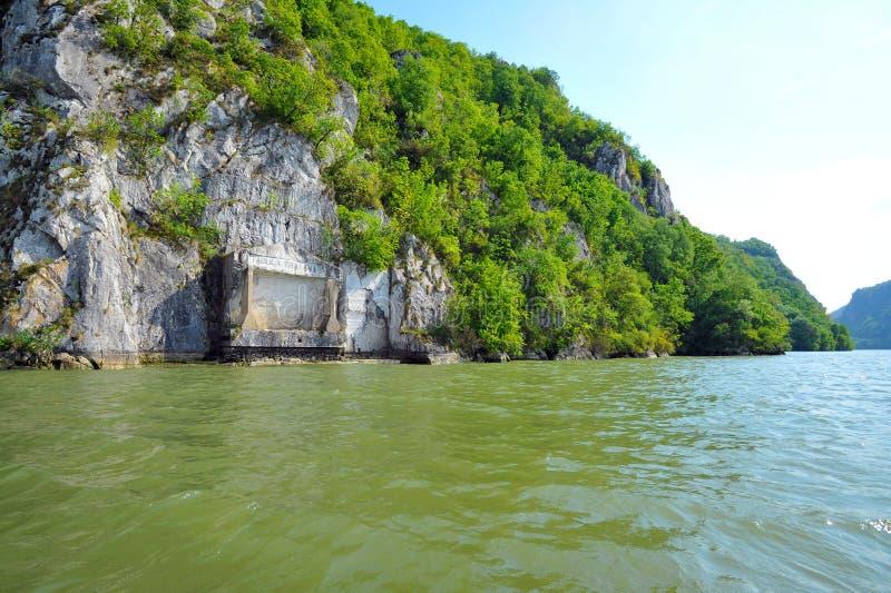 Placca commemorativa romana Tabula Traiana, il Danubio in Serbia immagini stock