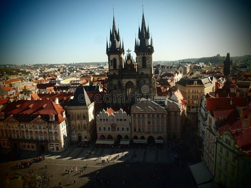 Place ancienne de Prague, centre de la ville, République Tchèque Vue de Hall Tower ancien à l'église de Tyn Centre historique image stock