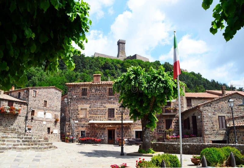 Place antique dans la ville médiévale de Radicofani, Toscane, Italie image libre de droits