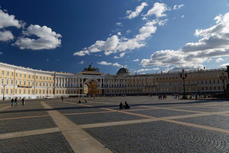 Place centrale à St Petersburg photo stock