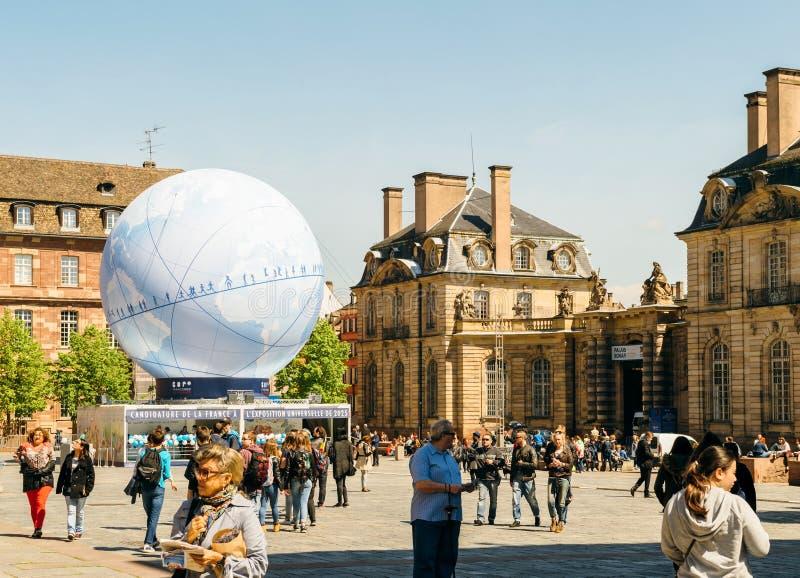 Place centrale avec la candidature de Frances pour l'Exposition universelle 2025 images libres de droits