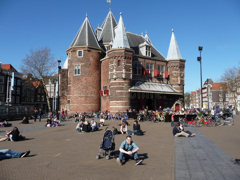 Download Place d'Amsterdam photographie éditorial. Image du people - 45351952