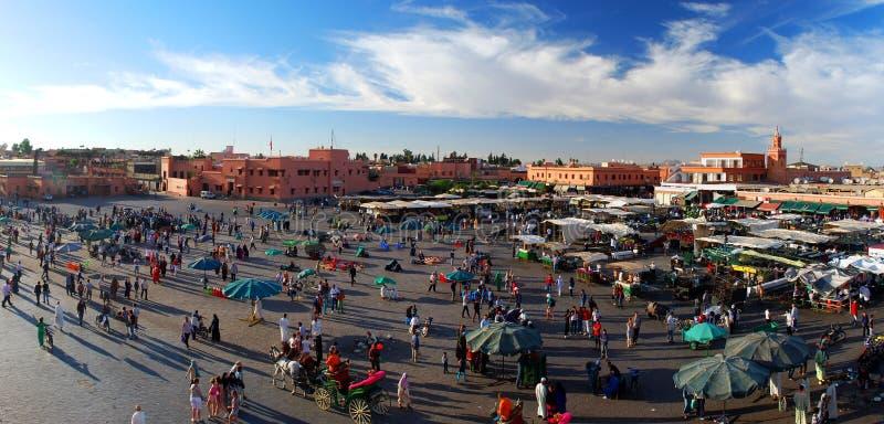 Place d'EL-Fnaa de Jemaa. Marrakech, Maroc photos libres de droits