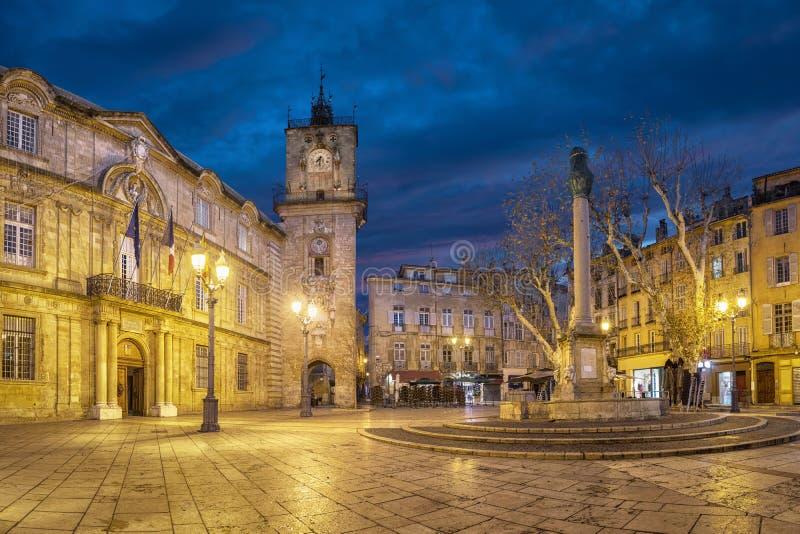 Place d'hôtel de ville au crépuscule à Aix-en-Provence, France images stock