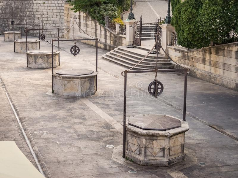 Place de bunara d'animal familier de cinq Wells Trg dans Zadar, Croatie image libre de droits