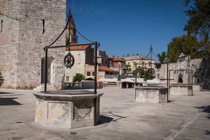 Place de cinq Wells, Zadar, Croatie image libre de droits