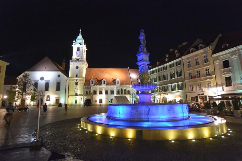 Place de Hlavne Namestie au vieux centre de ville, Bratislava, Slovaquie photographie stock