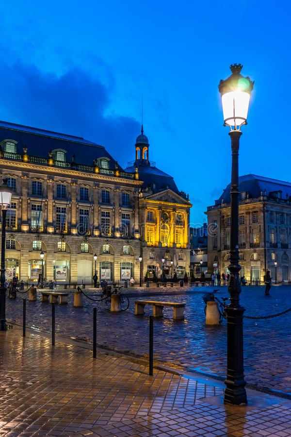 Place de la Bourse la nuit en Bordeaux, France photographie stock libre de droits