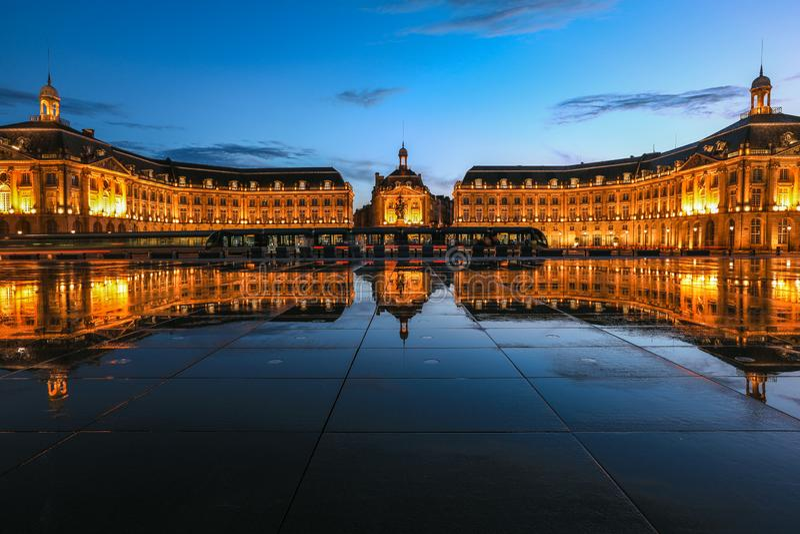 Place DE La Bourse vierkant in de stad van Bordeaux royalty-vrije stock fotografie