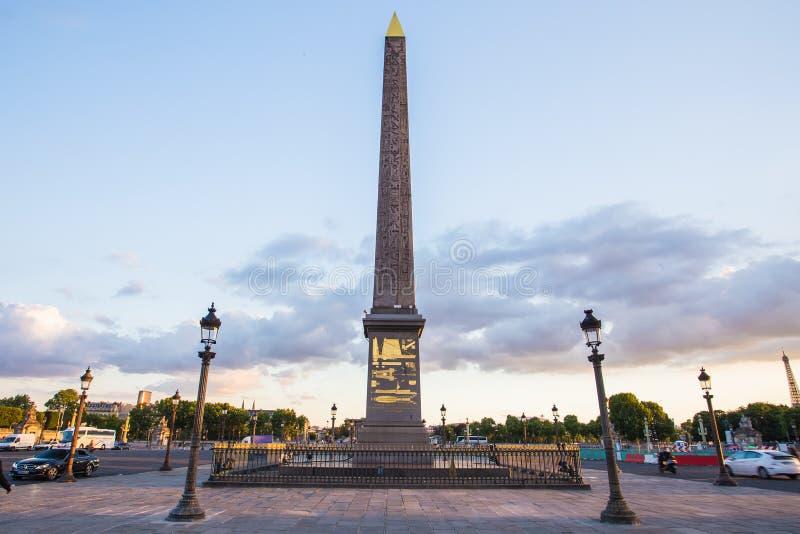 Place DE La Concorde en Obelisk van Luxor bij Nacht, Parijs, Frank stock foto